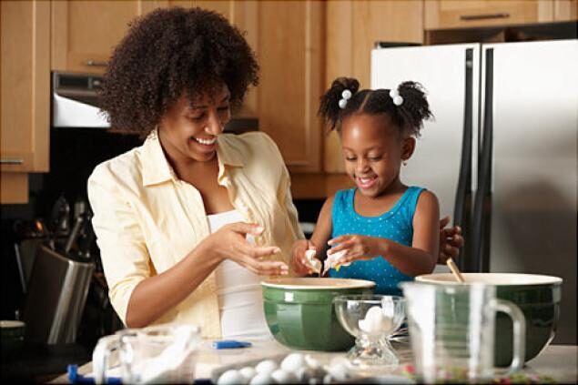 alg-cooking-mother-daughter-jpg-7880967