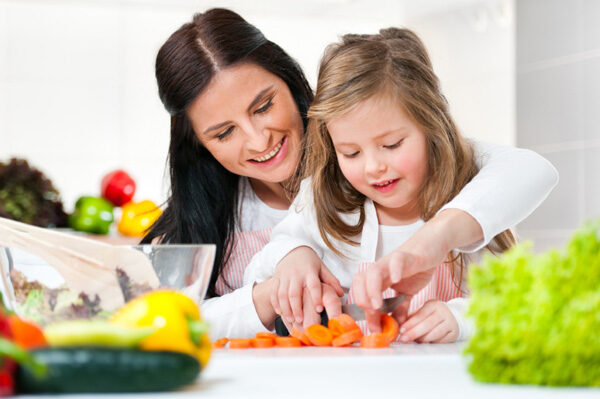 mom-child-cooking-2986099