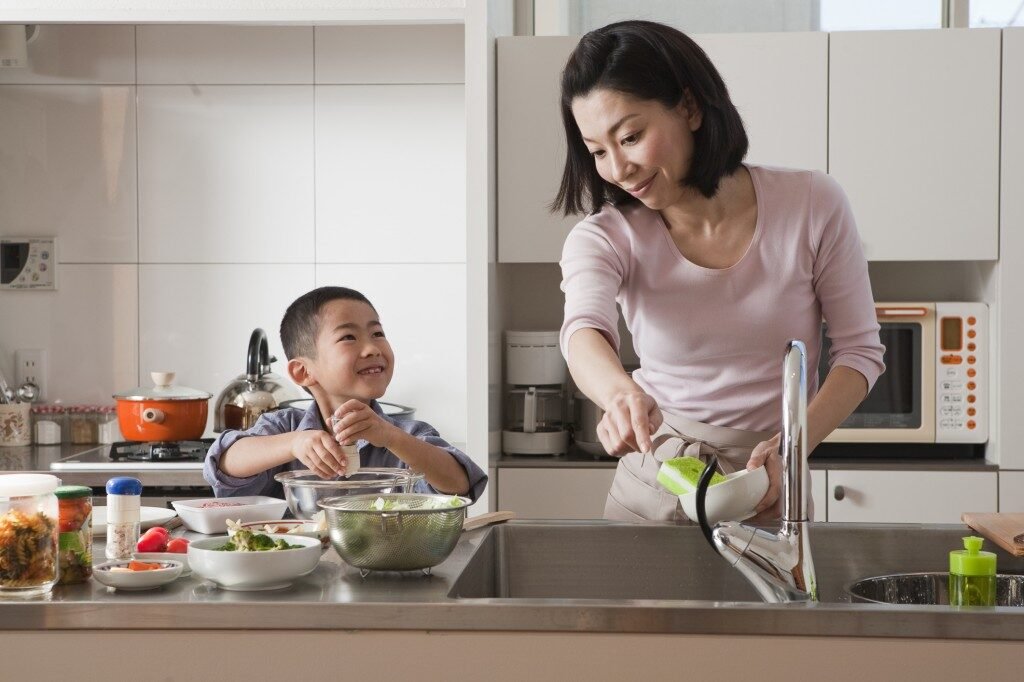 mother-and-son-cooking-together-1024x682-5124501