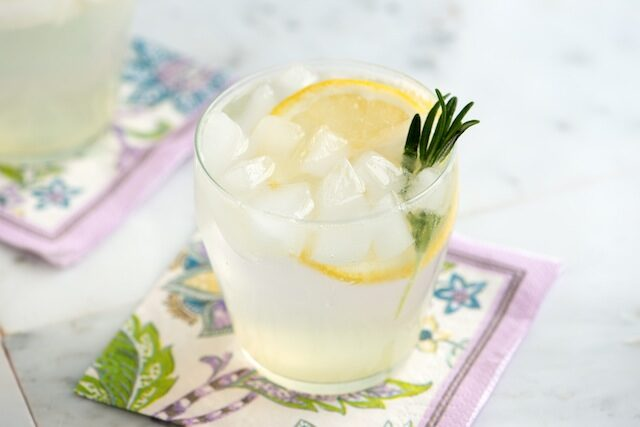 rosemary-gin-fizz-cocktail-recipe-1-8394943