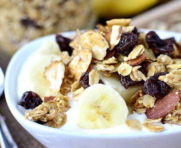 crunchy-quinoa-granola-iowagirleats-01_mini-4713991