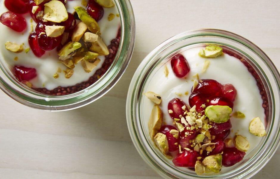 breakfast-pomegranate-yogurt-parfait-940x600-8966641