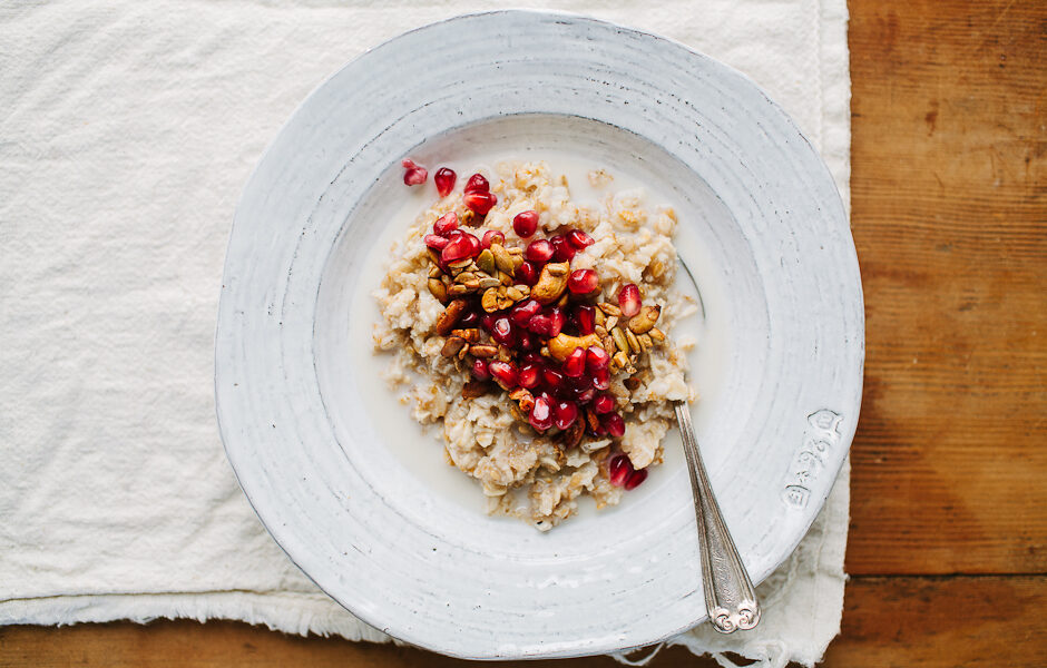 multigrain-hot-cereal-with-pomegranate-and-spiced-pepita-cashew-crunch-1471212