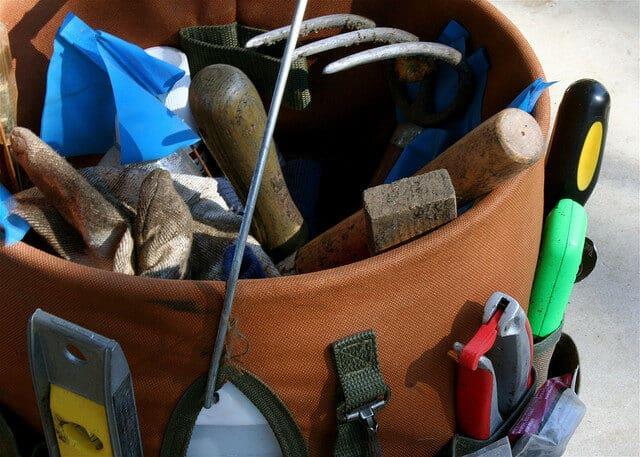 clean-your-rusty-garden-tools-6650096