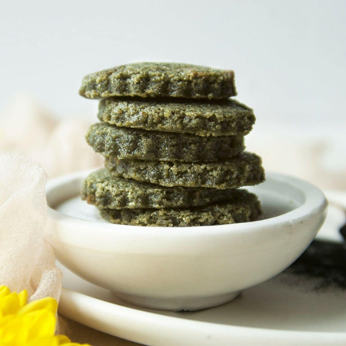 article-spirulina-cookies-side-4456892