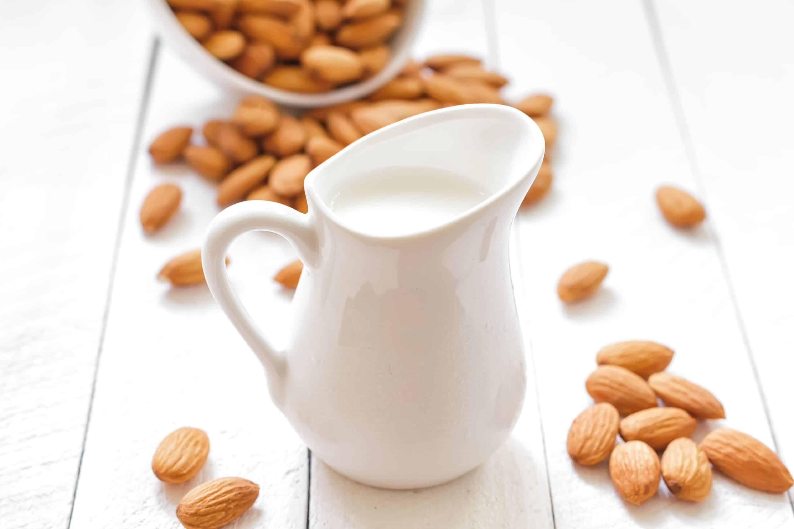almond-milk-680287428-5ac11adfc67335003798629d-2327081